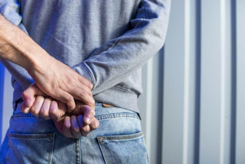 האם שוטר מוסמך לבצע חיפוש בגוף של אדם או בביתו?