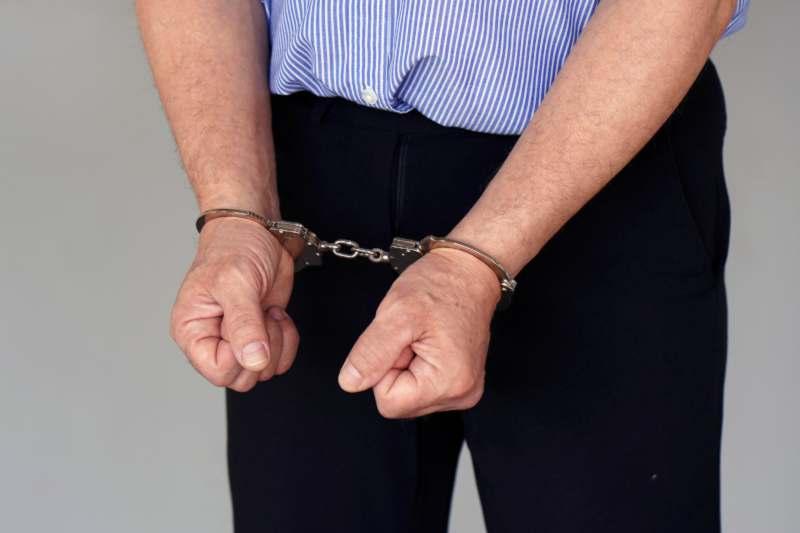 קרוב משפחה או חבר נעצר? כיצד תוכל לסייע לו?